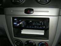 Фотография установки магнитолы JVC KD-R647EE в Chevrolet Lacetti