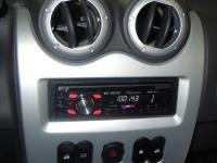 Фотография установки магнитолы Pioneer DEH-2300UB в Renault Logan