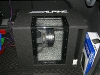 Установка сабвуфера Alpine SBG-1244BP в KIA Rio III