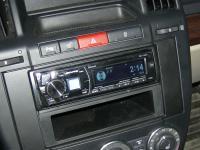 Фотография установки магнитолы Alpine CDE-178BT в Land Rover Freelander 2