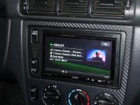 Фотография установки магнитолы Sony XAV-E60 в Mercedes ML (W163)
