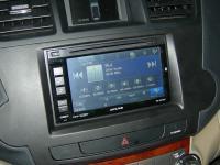 Фотография установки магнитолы Alpine INE-W970BT в Toyota Highlander
