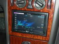 Фотография установки магнитолы Pioneer AVH-X4500DVD в Mercedes E class