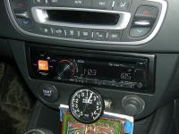 Фотография установки магнитолы Alpine CDE-171RM в Renault Clio