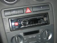Фотография установки магнитолы Alpine CDE-171RR в Audi A3