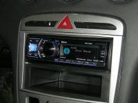 Фотография установки магнитолы Alpine CDA-137BTi в Peugeot 308