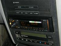 Фотография установки магнитолы Pioneer DEH-X3600UI в Volkswagen Golf