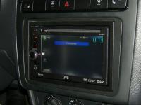 Фотография установки магнитолы JVC KW-AV61BTEE в Volkswagen Polo V