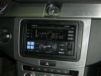 Фотография установки магнитолы Alpine CDE-W235BT в Volkswagen Passat B7