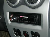 Фотография установки магнитолы Pioneer DEH-1600UBA в Renault Logan