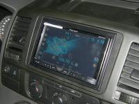 Фотография установки магнитолы Pioneer AVH-X4600DVD в Volkswagen Transporter T5