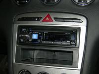 Фотография установки магнитолы Alpine CDE-177BT в Peugeot 308