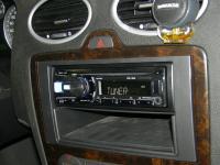 Фотография установки магнитолы Alpine CDE-182R в Ford Focus 2