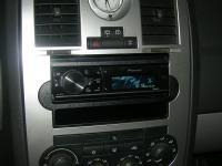 Фотография установки магнитолы Pioneer DEH-80PRS в Chrysler 300C