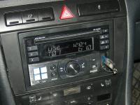 Фотография установки магнитолы Alpine CDE-W235BT в Audi A6