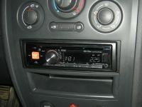 Фотография установки магнитолы Alpine CDE-170RM в Renault Megane 2