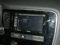 Фотография установки магнитолы Alpine IVE-W535BT в Mitsubishi Outlander III