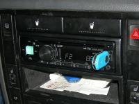 Фотография установки магнитолы Alpine CDE-170R в Volkswagen Sharan