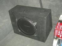Установка сабвуфера Rockford Fosgate R1L-1X10 в Audi A3 (8P)