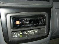 Фотография установки магнитолы Alpine CDE-170RM в Mercedes Vito (W639)