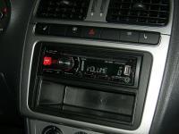 Фотография установки магнитолы Alpine CDE-180RR в Volkswagen Polo V