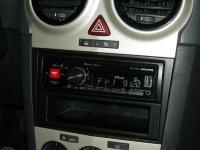 Фотография установки магнитолы Alpine UTE-72BT в Opel Corsa D
