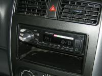 Фотография установки магнитолы Pioneer MVH-160UI в Suzuki Jimny