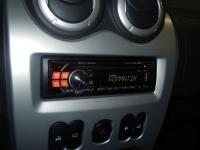 Фотография установки магнитолы Alpine CDE-111RM в Renault Logan