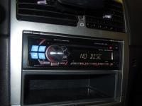 Фотография установки магнитолы Alpine CDE-112Ri в Peugeot 307