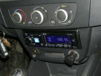 Фотография установки магнитолы Alpine CDE-178BT в Renault Megane 3