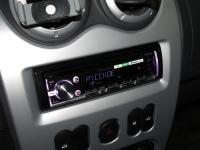 Фотография установки магнитолы Pioneer DEH-X5700BT в Renault Sandero