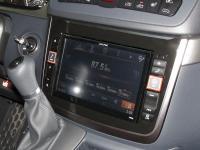 Фотография установки магнитолы Alpine X800D-V в Mercedes Viano
