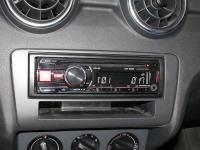 Фотография установки магнитолы Alpine CDE-180RR в Audi A1