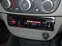 Фотография установки магнитолы Sony CDX-GT450U в Renault Fluence