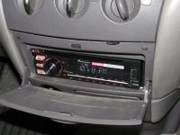Фотография установки магнитолы Pioneer DEH-1700UBA в Toyota Prius