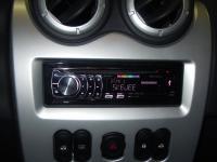 Фотография установки магнитолы Pioneer DEH-6310SD в Renault Sandero