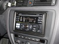 Фотография установки магнитолы Alpine CDE-W235BT в Volkswagen Jetta VI