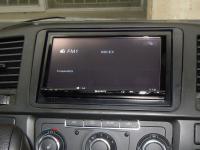 Фотография установки магнитолы Sony XAV-E70BT в Volkswagen Caravelle