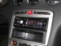 Фотография установки магнитолы Alpine iDE-178BT в Peugeot 408