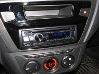 Фотография установки магнитолы Alpine CDE-185BT в Peugeot 301
