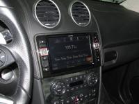 Фотография установки магнитолы Alpine X800D-ML в Mercedes ML (W164)