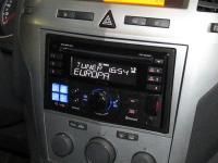 Фотография установки магнитолы Alpine CDE-W235BT в Opel Zafira B