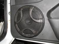 Установка акустики Hertz ESK 165L.5 в Lada Niva