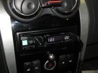 Фотография установки магнитолы Alpine CDE-190R в Lada Largus