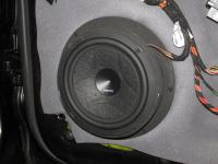 Установка акустики Hertz ESK 163L.5 в Porsche Cayenne