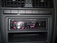 Фотография установки магнитолы Pioneer DEH-2300UB в Volkswagen Polo V