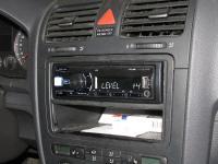 Фотография установки магнитолы Alpine UTE-80B в Volkswagen Golf